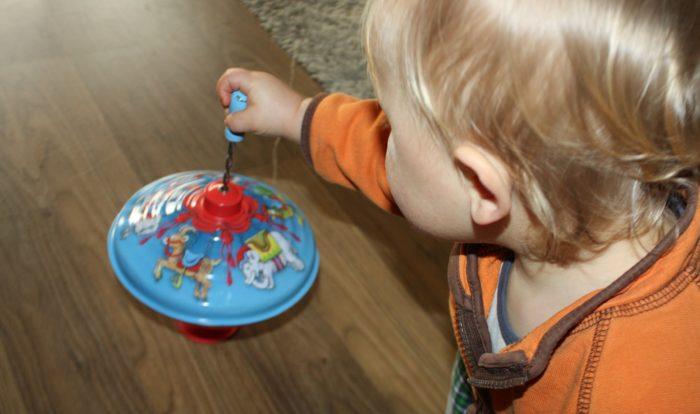Spielzeug für ein bis zweijährige ich spring im dreieck