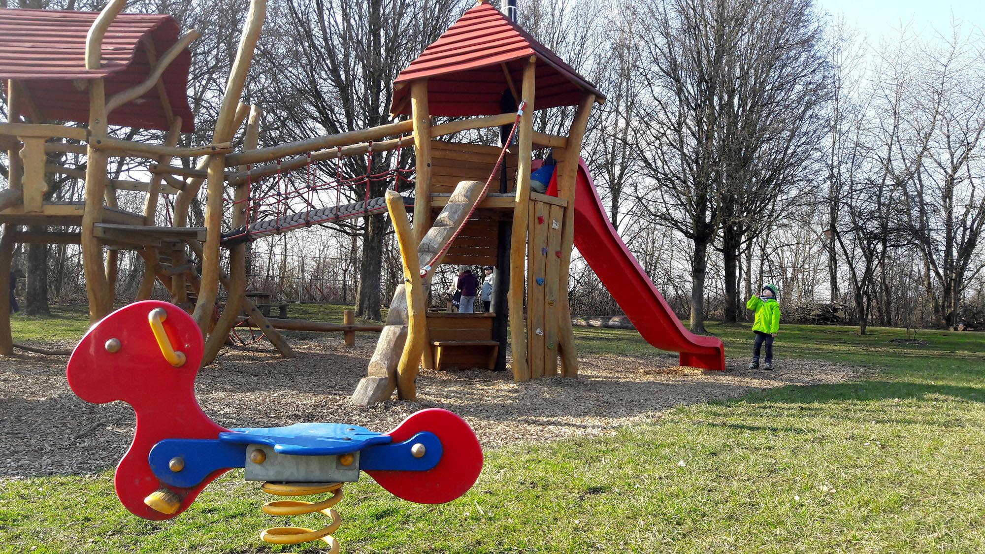 Kleinkind Klettert Dreieck : Spielplatz neufinsing und speichersee ich spring im dreieck