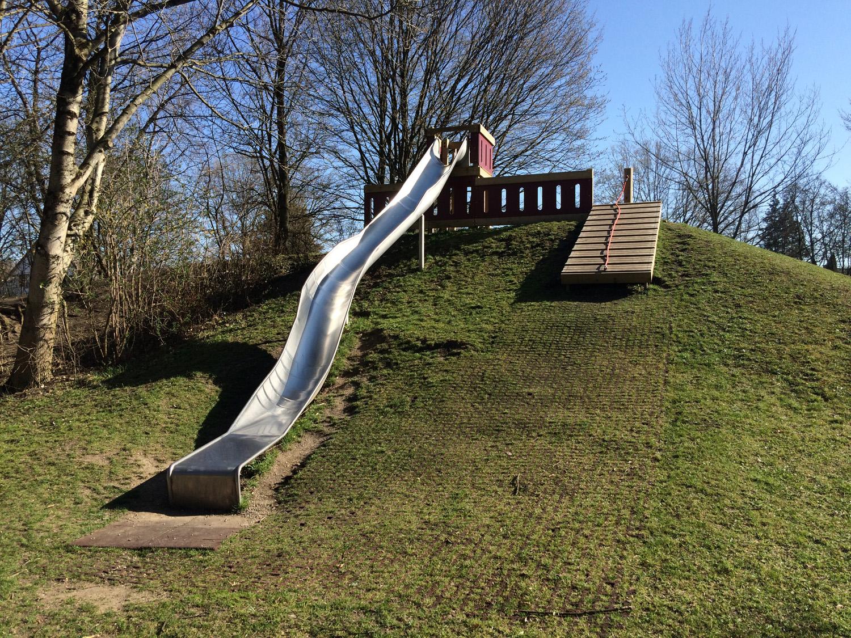 Kleinkind Klettert Dreieck : Kletter spielplatz für kleine und große kinder in dornach bei