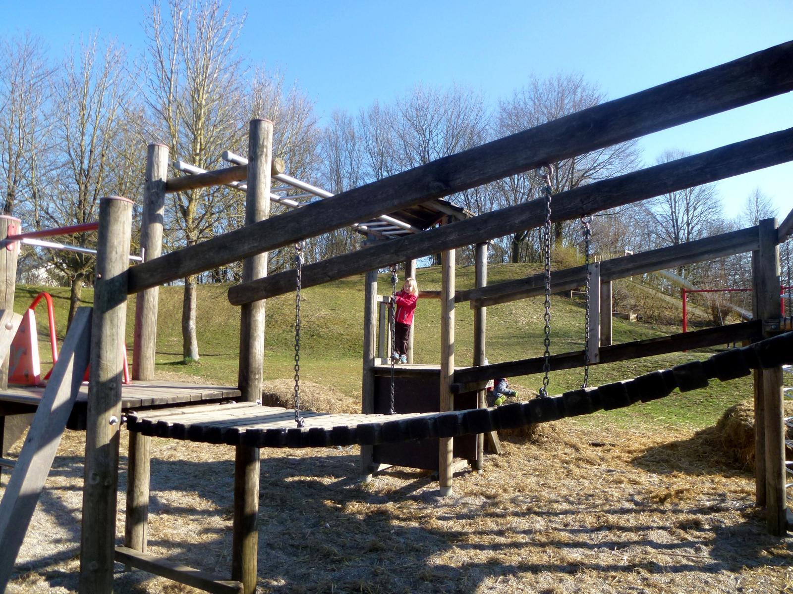 Klettergerüst Dreieck : Klettergerüst ich spring im dreieck