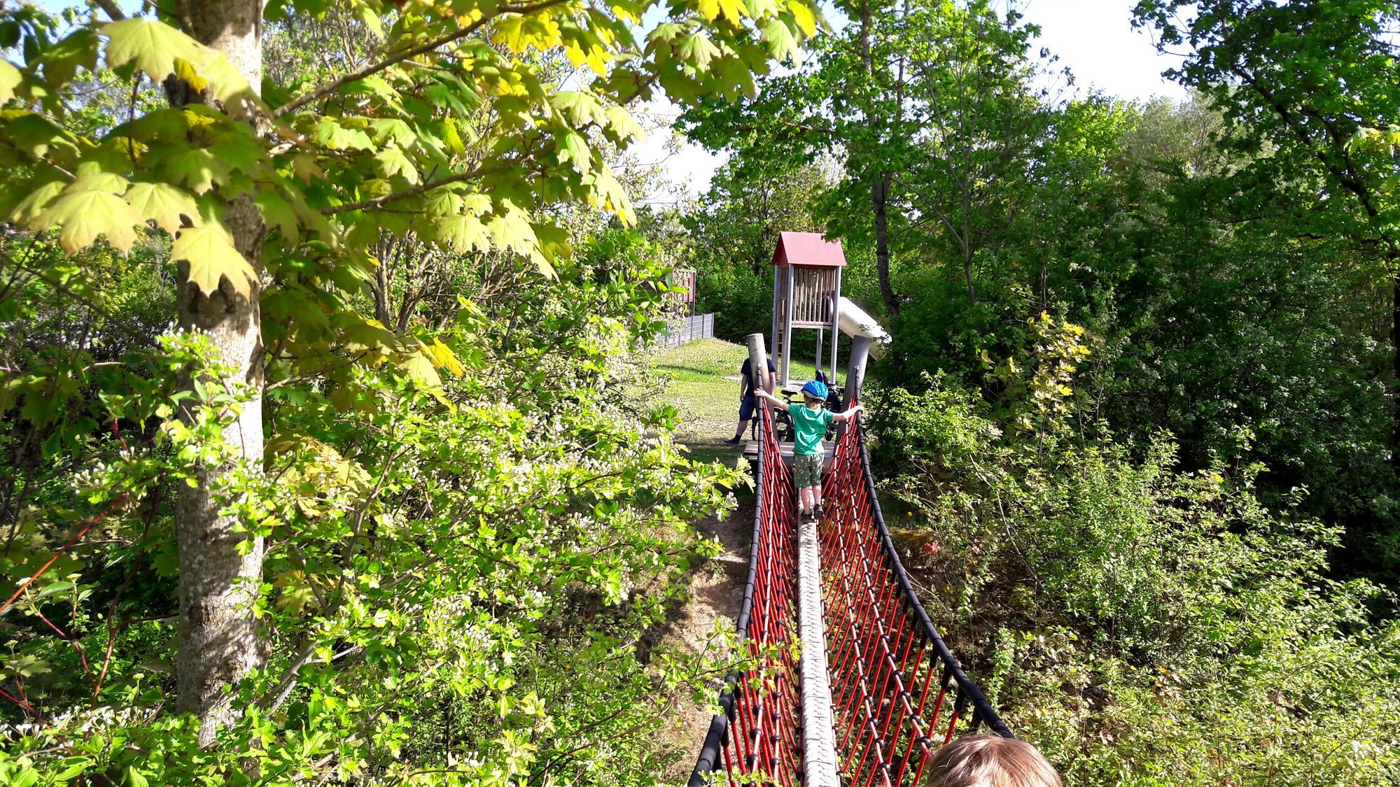 Klettergerüst Hängebrücke : Skatepark und spielplatz mit hängebrücke in poing ich spring im