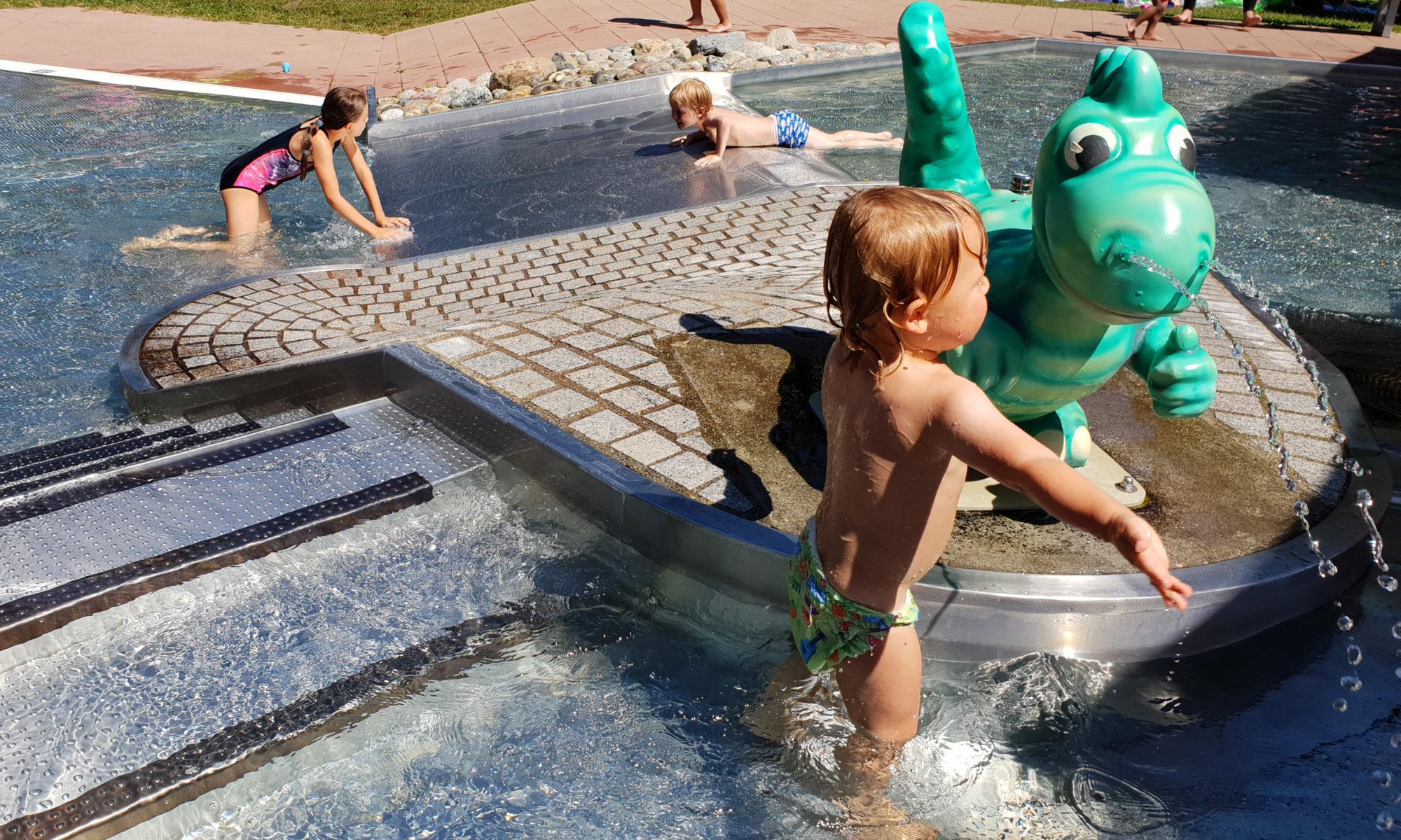 Nachdem Wir Schon Einige Badeseen Und Wasserspielplätze Vorgestellt Haben,  Nehmen Wir Euch Heute Mit In Ein Super Schönes Freibad Für Kinder.